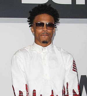August Alsina flashes gun at fans - report