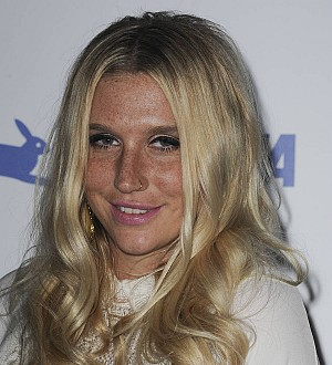 Kesha chokes up accepting human rights award