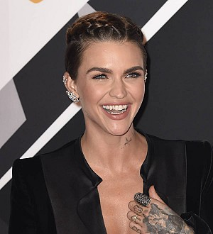 Ruby Rose stung by jellyfish