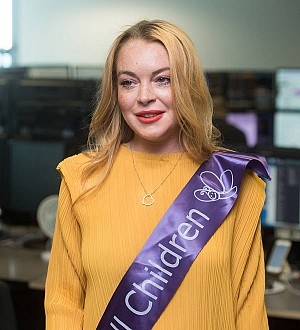 Lindsay Lohan asks U.K. leader to switch on Christmas lights with her