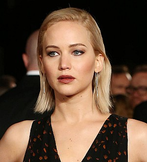 Jennifer Lawrence too scared to try theater