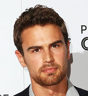 Theo James won't pose for selfies with fans