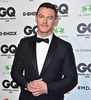 Luke Evans sings Adele songs to his mom over FaceTime