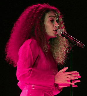Solange 'breaks out' of hospital for London show