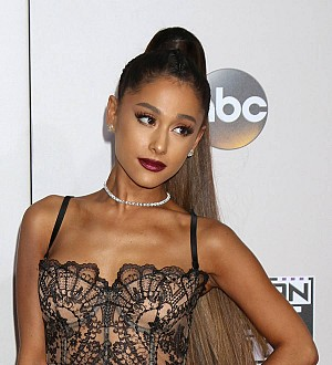 Ariana Grande to join Women's March with mother and grandma