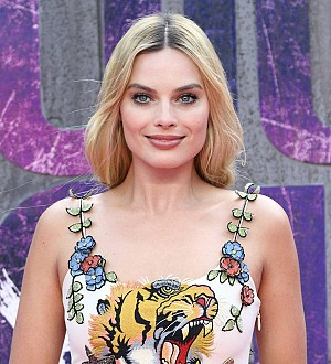 Margot Robbie plays bridesmaid for Hawaii wedding