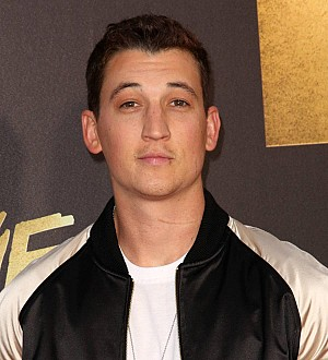Miles Teller joins Keith Urban for onstage duet