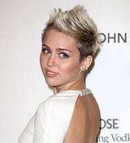 Miley Cyrus goes viral in dance video