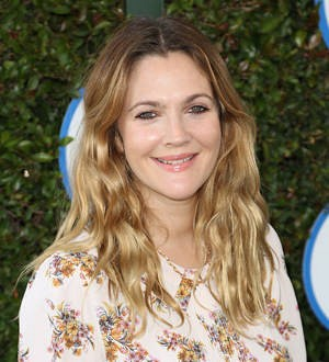 Drew Barrymore honors moms with hospital beauty bash