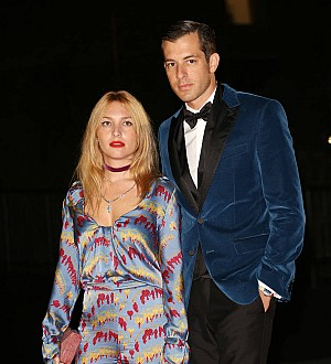 Mark Ronson's wife files for divorce - report