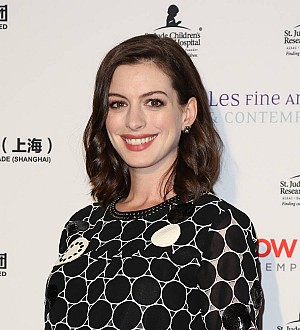 New mom Anne Hathaway returns to red carpet