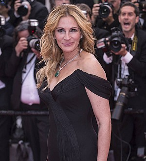 Julia Roberts stores red carpet dresses for her daughter under her bed