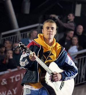 Justin Bieber banned from China over his 'bad behaviour'