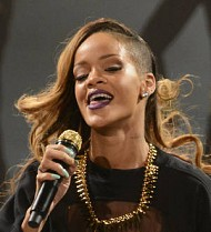 Rihanna's Winnipeg show delayed by 90 minutes after border drama