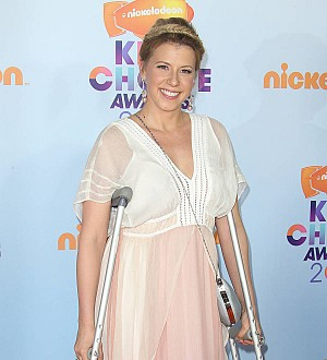 Jodie Sweetin attended Kids' Choice Awards with a broken leg
