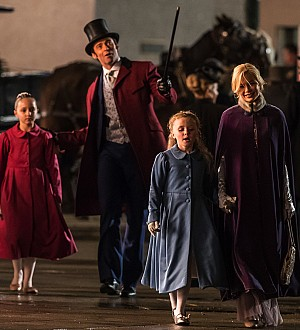 Hugh Jackman, Zac Efron, & Michelle Williams Keep the Circus Alive in 'The Greatest Showman'!