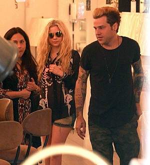 Ryan Cabrera coy on Avril Lavigne dating rumours