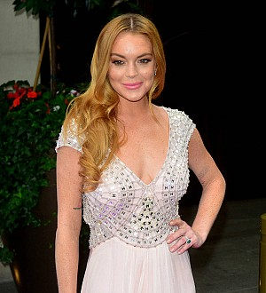 Lindsay Lohan kisses nightclub business partner