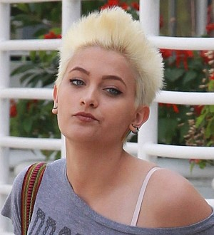 Paris Jackson congratulates mom for completing chemotherapy