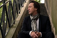 SUNDAY MUSIC VIDS: Julian Lennon