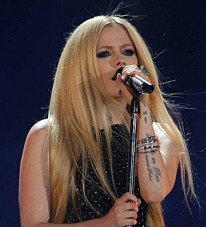 Avril Lavigne 'bonds with new beau over passion for music'