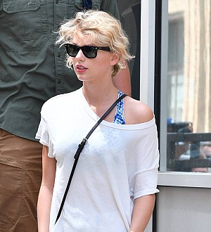 Taylor Swift house-hunting in London - report