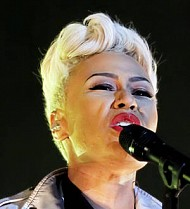 Emeli Sande performs free gig for fans