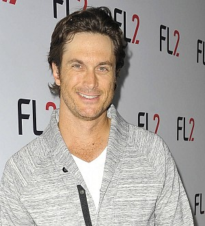 Oliver Hudson pokes fun at sister Kate and Brad Pitt dating rumors
