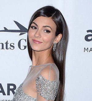 Victoria Justice urges Teen Choice Awards stars to 'dress appropriately'