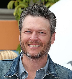 Blake Shelton grants special meeting with elderly fan