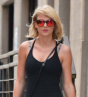 Taylor Swift's mom sobs while testifying against Denver DJ