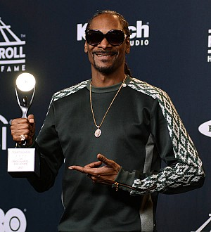 Alicia Keys and Snoop Dogg pay tribute to Tupac at Hall of Fame induction