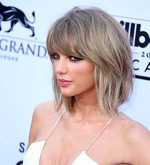 Taylor Swift shakes off song legal battle