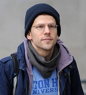 Jesse Eisenberg to become a father - report