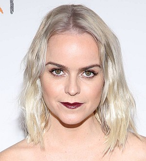 Taryn Manning rocks out with Def Leppard star