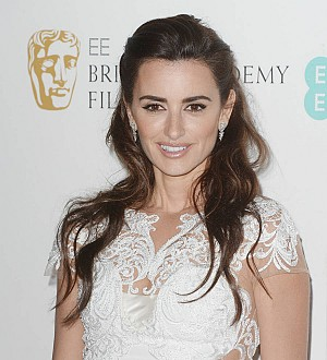 Penelope Cruz: 'Kissing Scarlett and Charlize was not bad'
