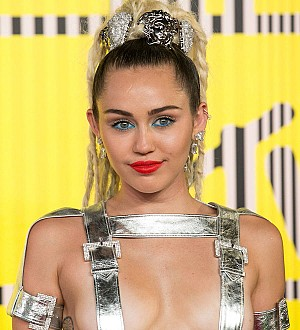 Miley Cyrus sick with strep throat