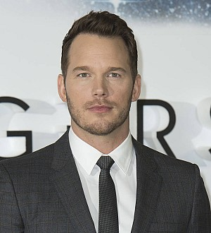 Chris Pratt spreads festive cheer with New York charity visit
