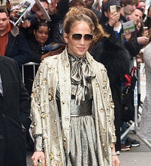 Jennifer Lopez suffered black eye when microphone fell on her face
