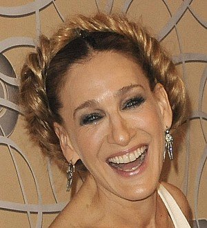 Sarah Jessica Parker hit the Golden Globes in a wedding dress