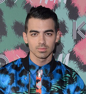 Joe Jonas cosies up to Sophie Turner
