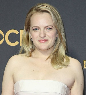 Elisabeth Moss swears during Emmys acceptance speech tribute to her mom