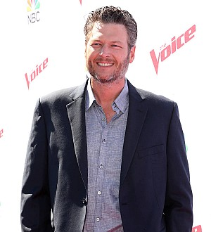 Blake Shelton surprising fans in Denver with another free gig