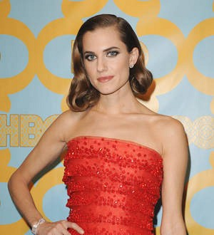 Allison Williams puts wedding plans on hold to support troubled newsman father