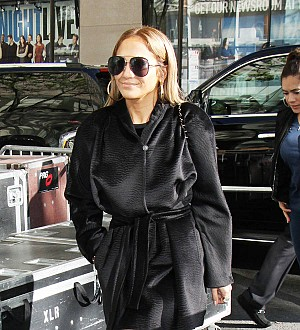 Jennifer Lopez bonds with Alex Rodriguez's mom on TV set