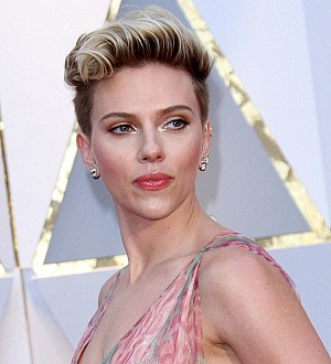 Scarlett Johansson is crushing on two top chefs