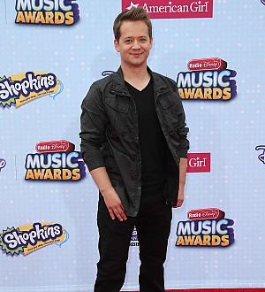 Actor Jason Earles weds