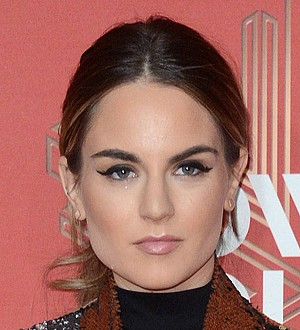 JoJo overcame fear of traveling solo following father's death