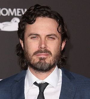 Casey Affleck's identity stolen by man in drag