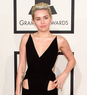 Miley Cyrus recovering after teeth extraction
